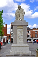 View of the Dr Samuel Johnson Statue, Lichfield . Link to Memorials Gallery.